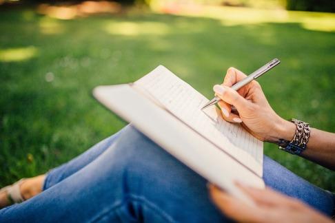 writing-923882_960_720
